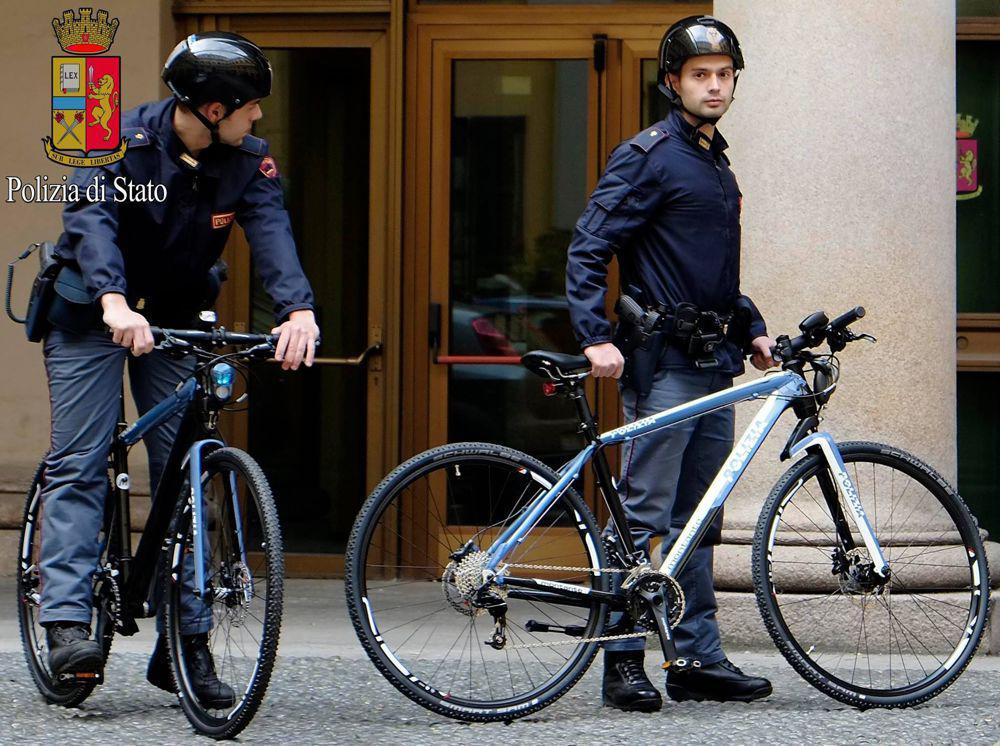 poliziotti bici-2.jpg