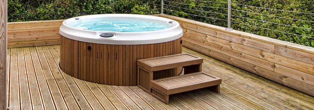 j-210-hot-tub.jpg